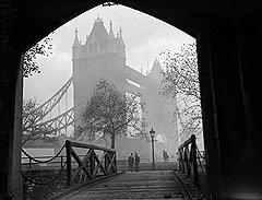 Попав на гауптвахту, Реджи и Ронни стали последними узниками Тауэра, а выйдя на волю, сделались первыми бандитами Лондона