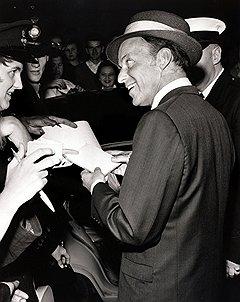 Фрэнк Синатра с удовольствием пел для братьев Крэй, поскольку те молчали в полиции о контактах с ним