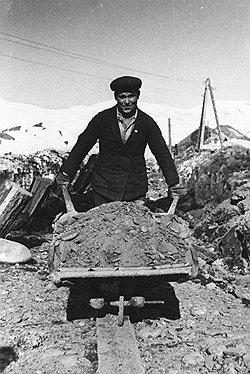 У расхитителей было четкое разделение труда: подневольные работники приисков добывали, а вольные — выносили шлиховое золото