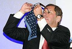 Петр Авен для компании был важной связующей нитью с его хорошим знакомым Владимиром Путиным...