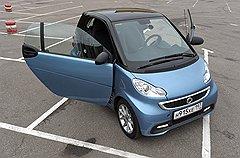 Габариты Smart позволяют ставить его поперек стандартного парковочного места