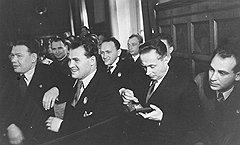 Известный кинооператор Борис Цейтлин (во втором ряду в центре, с орденом на лацкане) вскоре после награждения прославился как развратник и педофил