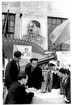 Принуждая трудящихся подписываться на облигации внутреннего займа, советское правительство не предупреждало, что затем их обесценит