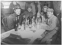 В большинстве случаев хлопоты по поимке самогонщиков оказывались пустыми, как и изъятые у них бутылки
