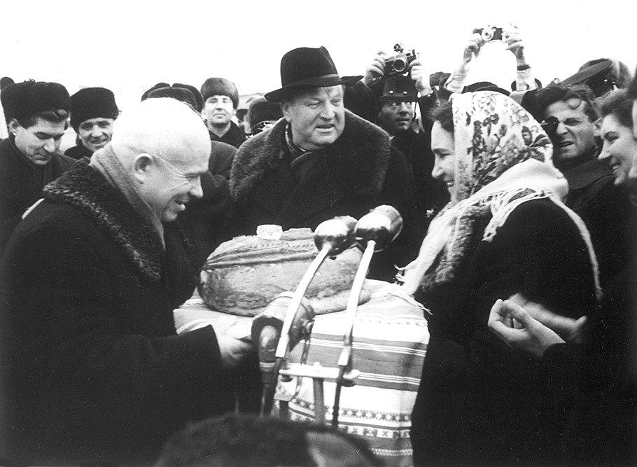 В 1958 году Хрущев озаботился тем, что на народный самогон уходит слишком много государственного хлеба
