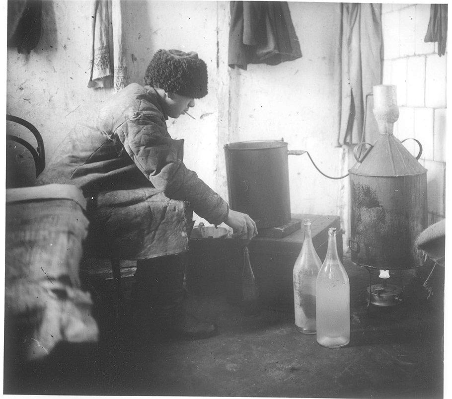 С давних революционных времен изготовление самогона стало общенародным делом