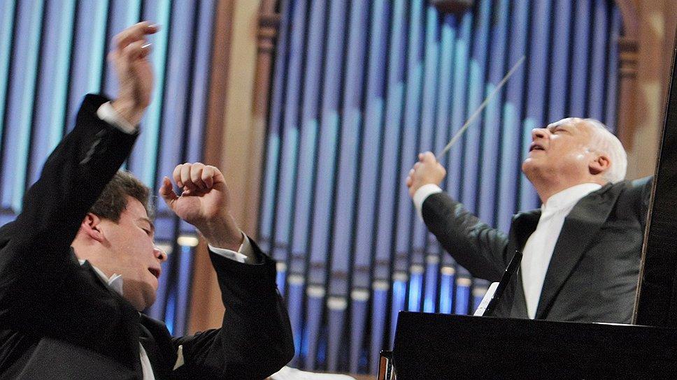 Благодаря гастролям исполнителей классической музыки на регионы приходится 90% всех проходящих в стране выступлений