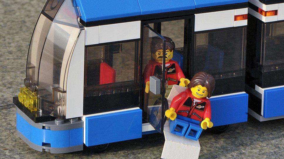 Низкопольные автобусы и троллейбусы — уже не экзотика, но попасть внутрь и выбраться из них человеку в коляске все еще нелегко