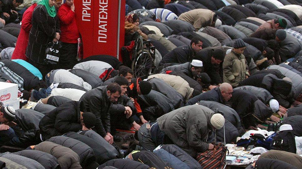 Во время мусульманского праздника Курбан-байрам в Москве наступает транспортный коллапс