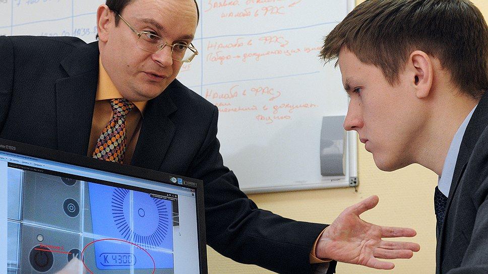 Алексей Исаченко (слева) и Тарас Кривень полагают, что работают на Владимира Путина, поскольку он не раз призывал искоренить коррупцию