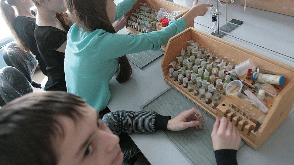 В специализированном лицее микробиология с младых ногтей становится для детей чем-то естественным