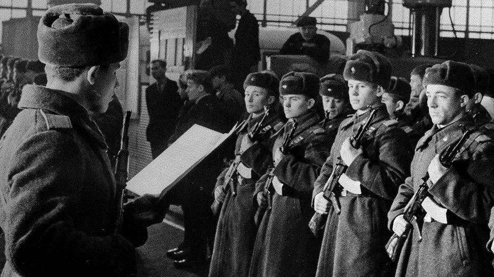 Несмотря на все усилия командования, только что принявшие присягу солдаты регулярно становились объектами издевательства старослужащих