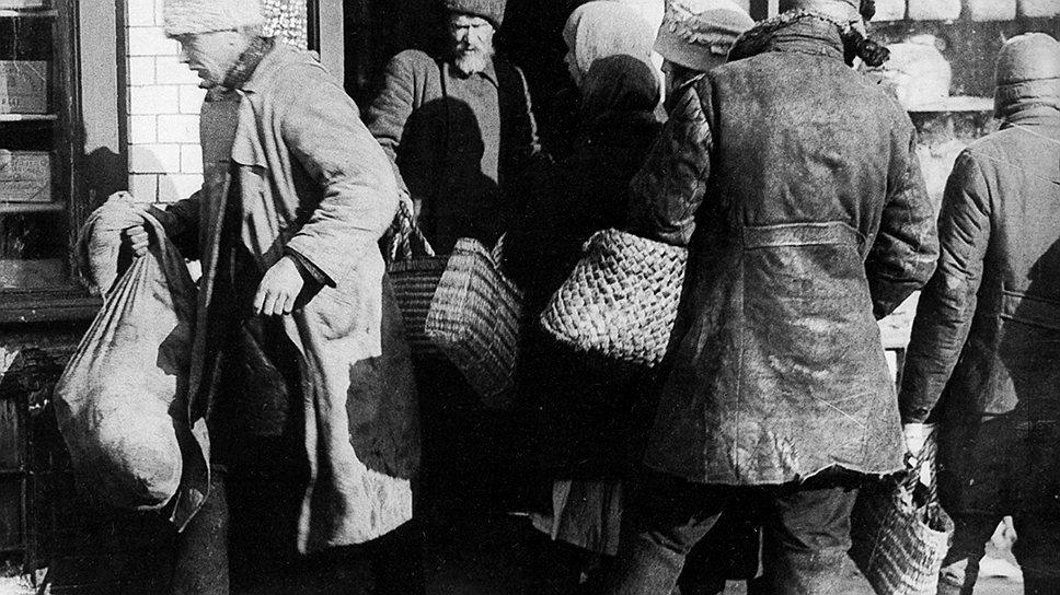 Новое появление карточек в 1931 году оказалось логичным следствием ликвидации старорежимной частной инициативы в городах и деревнях