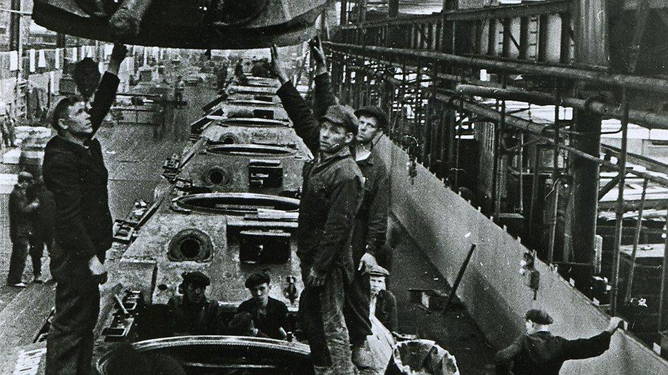 Из-за особенностей карточной системы на некоторых оборонных заводах числилось больше едоков, чем имелось в действительности