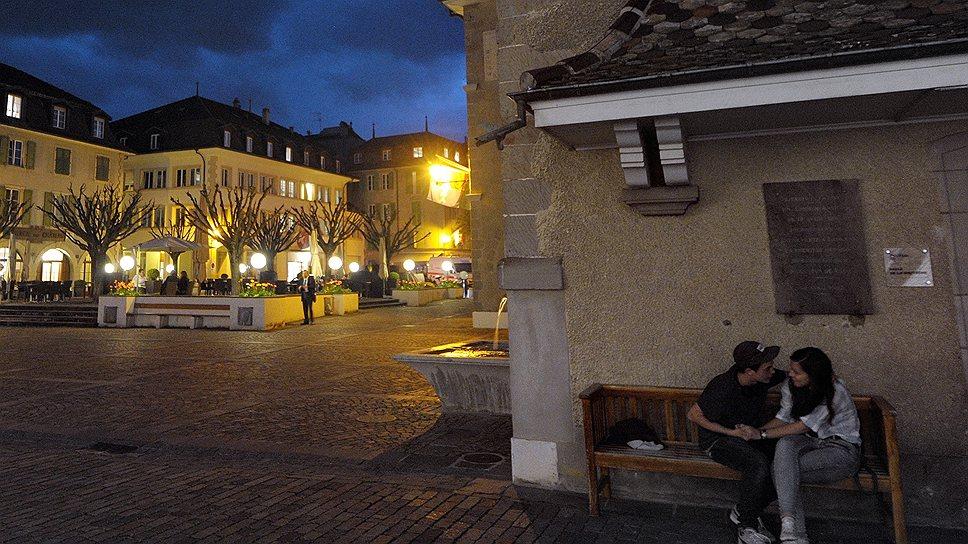 Нион к вечеру вымирает, за исключением ресторанов на центральной площади