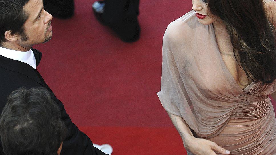 Решившись на мастэктомию, Анджелина Джоли заставила весь мир обсуждать американскую систему превентивной медицины