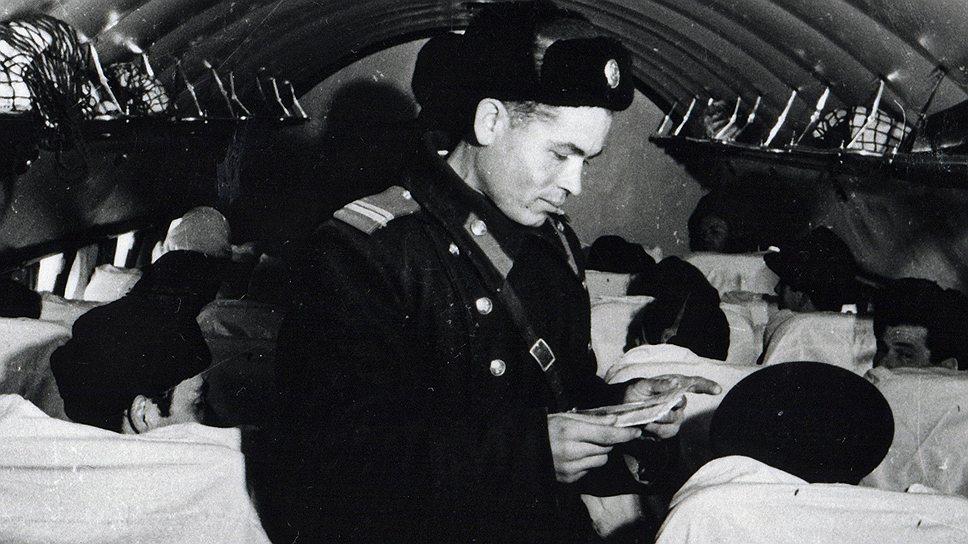 Любившего неспешно и комфортно путешествовать поездом барона Шаркози срочно вызвали телеграммой в Москву и арестовали, когда он прилетел во Внуково