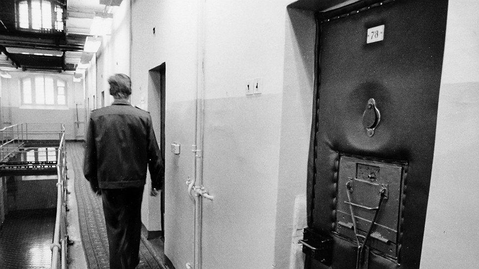 """С 1953 года важнейшим средством раскрытия преступлений стала подсадка в камеры квалифицированных """"наседок"""""""