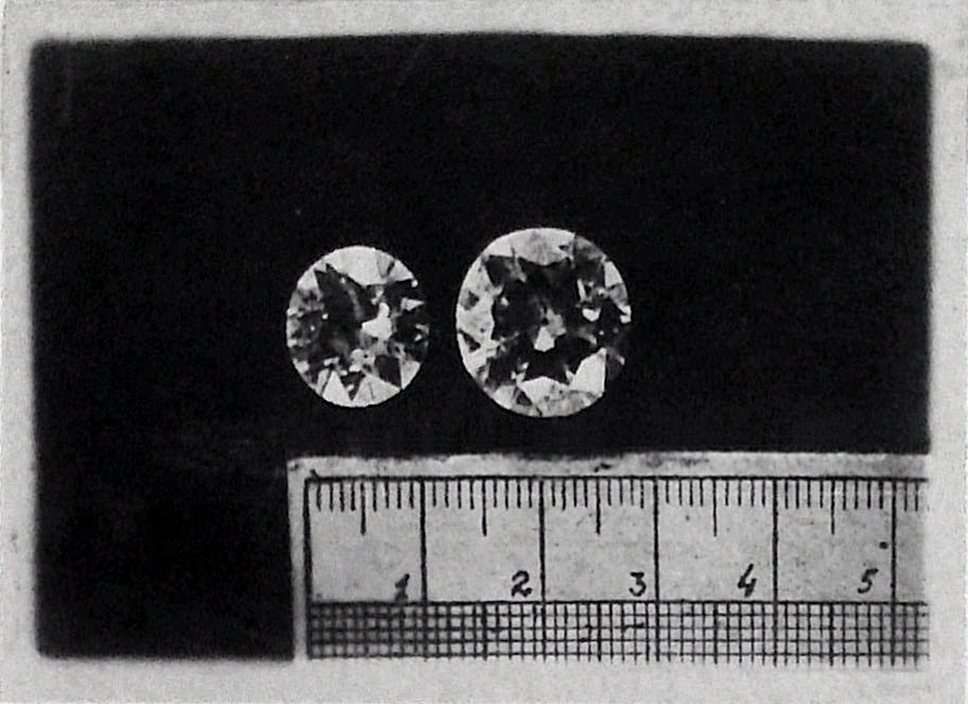 Самые крупные бриллианты обычно находили у самых солидных валютчиков (на фото — бриллианты в 7 и 11 карат, изъятые у Штриглера)