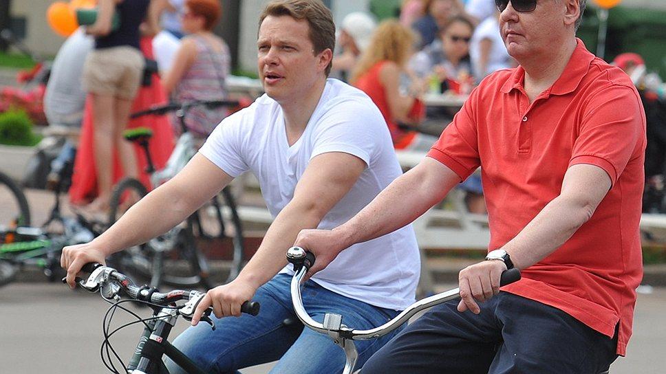 Максим Ликсутов (слева) в команде Сергея Собянина отвечает за решение транспортных проблем москвичей