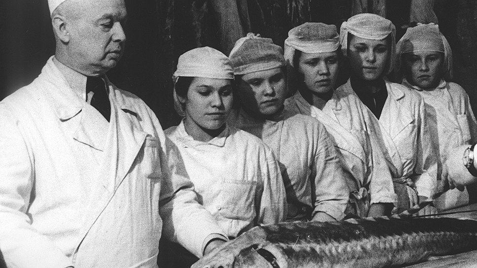 Чтобы ценная рыба попала в магазины, завмаги должны были дать заведующим складами и базами немалые деньги