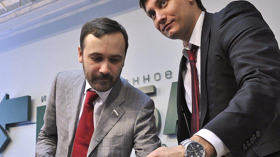 Информацию о бизнесе депутатов-единороссов, на которой зарабатывали политические очки Илья Пономарев (в центре) и Геннадий (слева) и Дмитрий Гудковы, собирали анонимные волонтеры