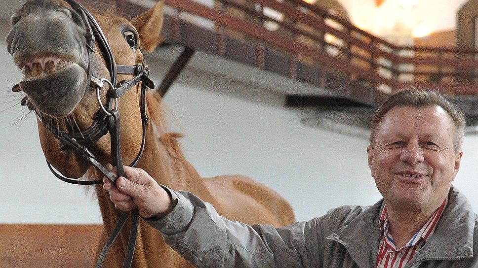 Виталий Пинчук понимает своего питомца: какой жеребец не заржет при виде кобылы?