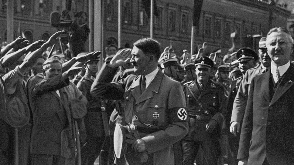 Когда к власти пришел Гитлер, его главным экономическим советником стал победитель гиперинфляции Ялмар Шахт (справа)