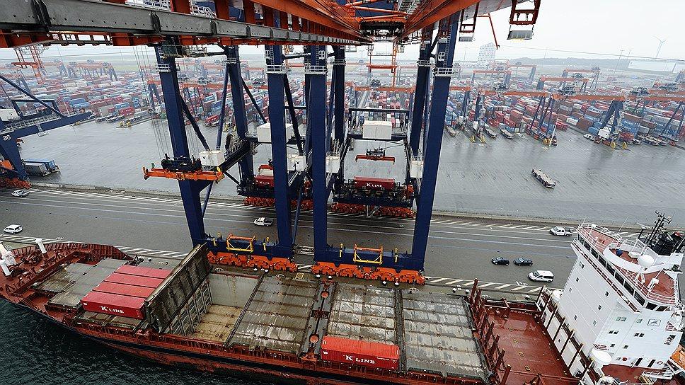 Порт Роттердама до сих пор служит торговыми воротами в Европу