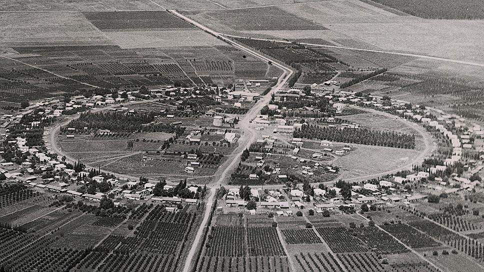 Первые кибуцы превращали пустыню в сельхозугодья в духе идей Льва Толстого. Считалось, что только так евреи по праву вернут себе прародину
