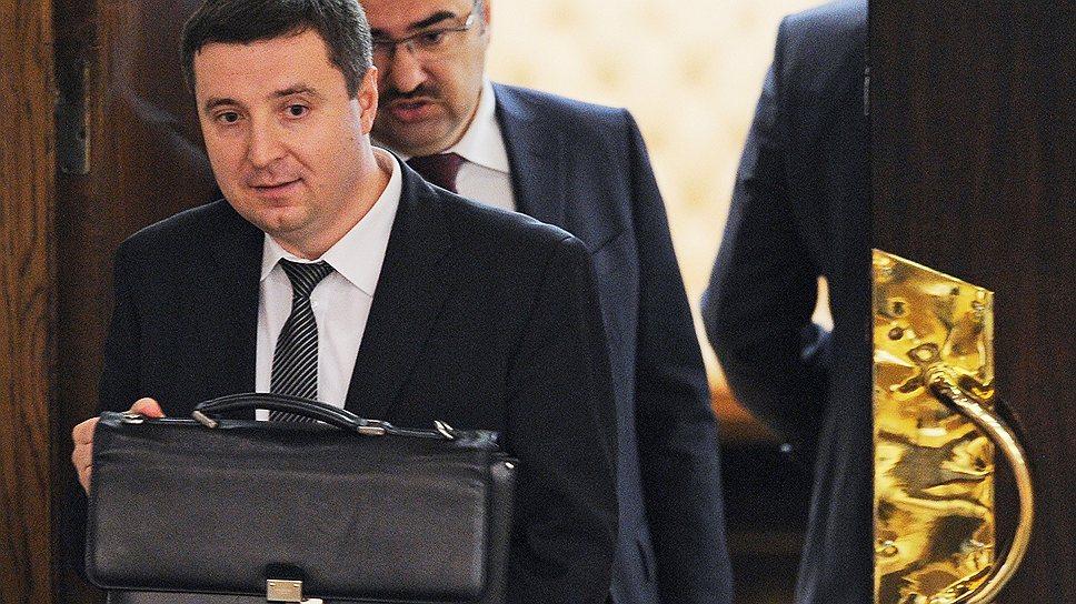 Заместитель главы Минтруда Андрей Пудов заверил депутатов, что формула обеспечит международные стандарты пенсионного страхования, вот только методика расчета до конца неизвестна