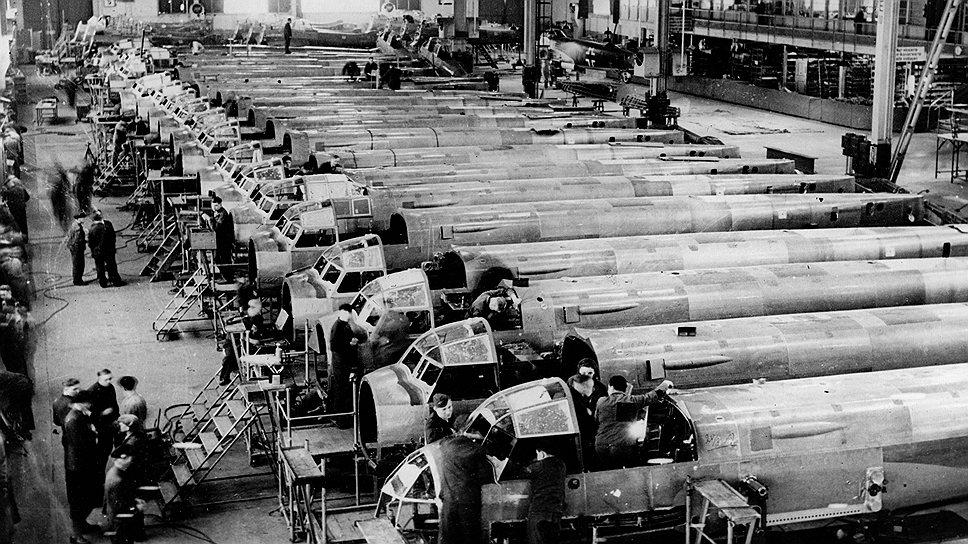 Нацистская пропаганда прославляла производительность труда арийских рабочих и умалчивала о неизбежности рабов из Восточной Европы