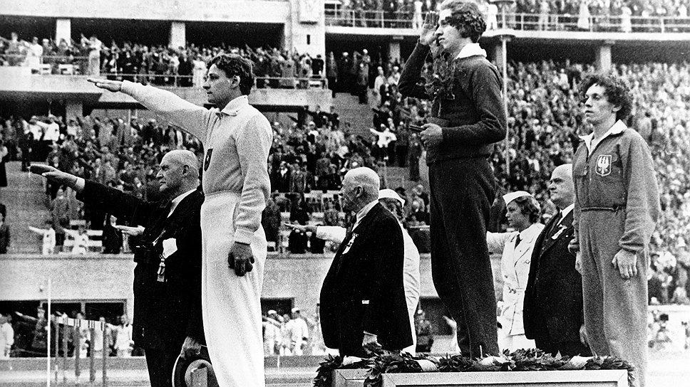 Гости берлинской Олимпиады научились правильно приветствовать германского фюрера после многочисленных широких жестов со стороны устроителей игр