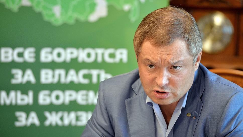 Свою политическую деятельность Глеб Фетисов начинал в составе партии зеленых, сменить цвет ему не позволили печальные обстоятельства