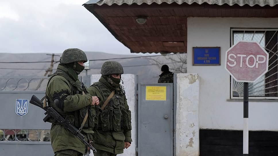 В конце февраля крымской достопримечательностью стали неопознанные, но не страшные местным жителям автоматчики