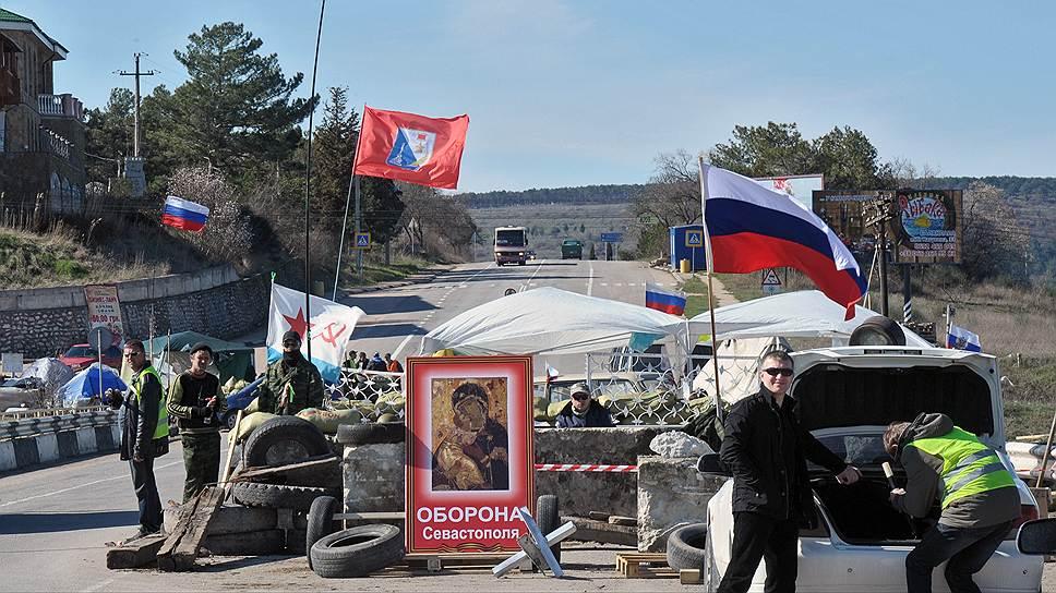 Кордоны на въезде в Севастополь, пожалуй, последнее, что напоминает о недавнем противостоянии в Крыму