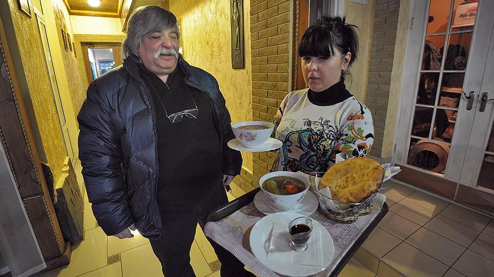 """Хозяин ресторана """"Крымский дворик"""" Рифат Бекиров, ведущий бизнес в Крыму больше 20 лет, уверен, что испорченные отношения с Украиной не способствуют увеличению турпотока из России"""