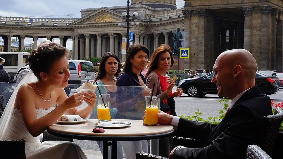 Женятся и разводятся питерцы почти в полтора чаще москвичей