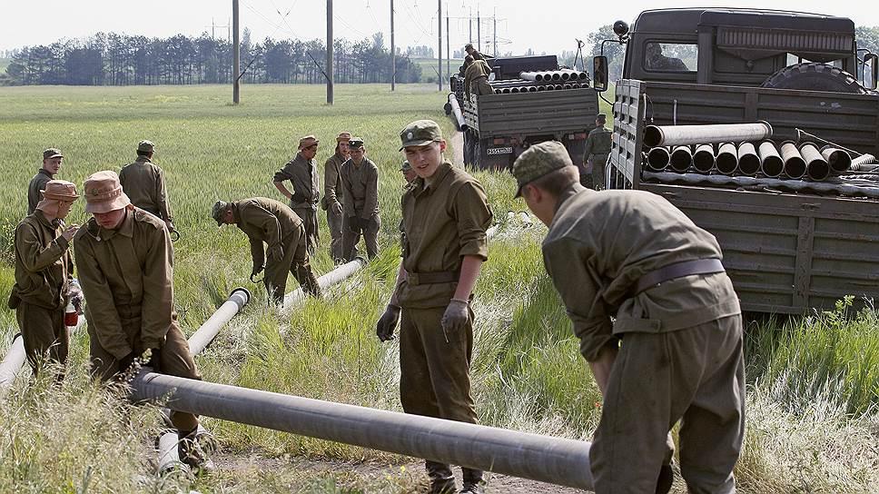В военное время задача трубопроводных батальонов — обеспечивать подачу горючего, а в просто неспокойное — воды
