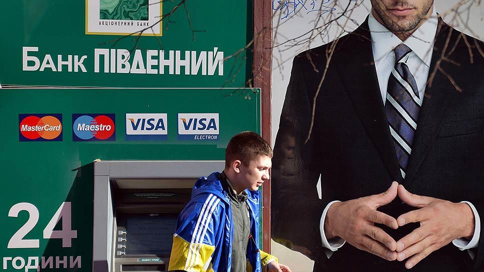 Украинские банки не могут вернуть крымчанам вклады, но требуют возврата кредитов