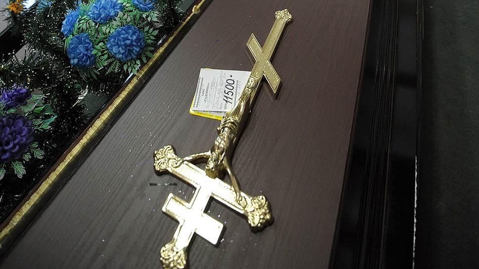 """Рынок ритуальных услуг Волгограда принадлежит монополисту, бюро """"Память"""", и многим горожанам приходится брать на похороны кредит"""