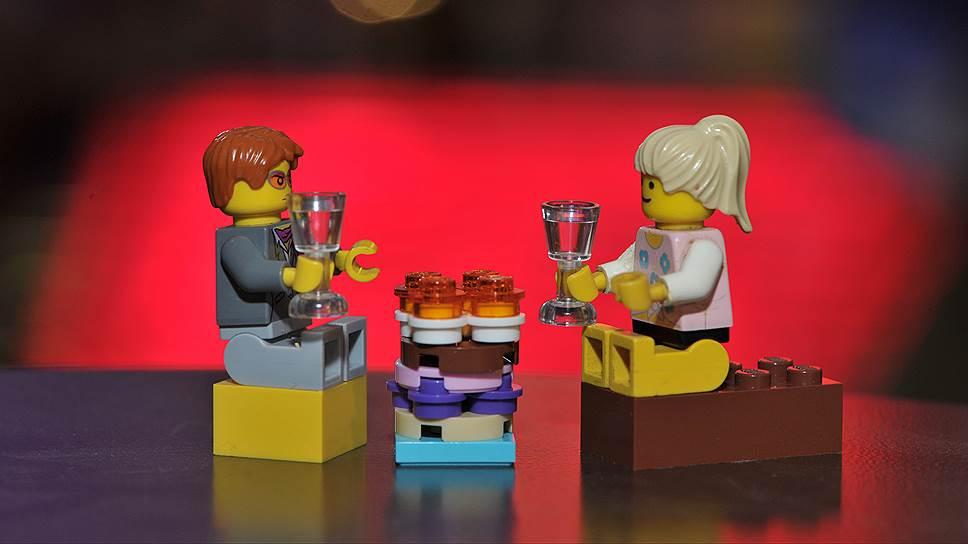 Выросло целое поколение, для которого норма — свидание в торговом центре с возможностью выпить кофе на фуд-корте и пообниматься в примерочной