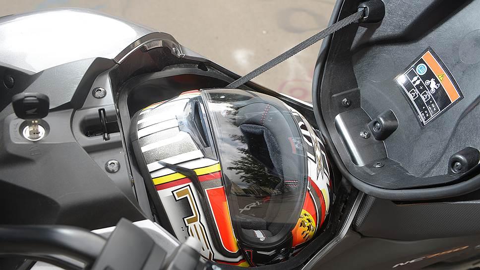 """Если на шлем установлена Bluetooth-гарнитура, ее придется снять перед тем, как поместить """"голову"""" в """"унитаз"""""""