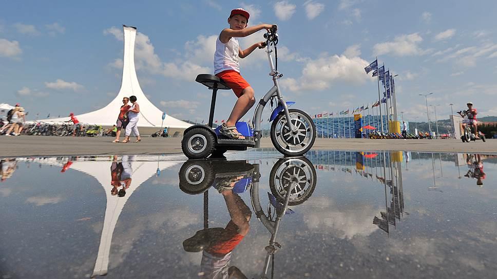Один из самых прибыльных бизнесов в Олимпийском парке — прокат велосипедов, без них километры пустоты придется пересекать пешком