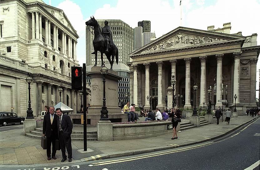 Поводом для судебного преследования американского художника в Великобритании стал тот факт, что Банк Англии не давал ему разрешения на использование образа денег