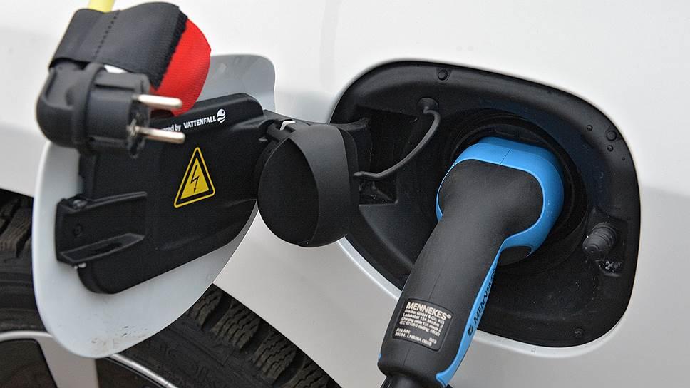 За сохранность оставленного на улице зарядника можно не беспокоиться, его невозможно отсоединить от автомобиля без ключа