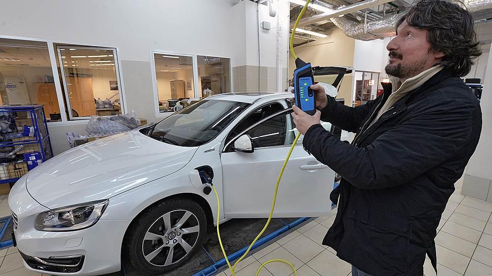 Зарядное устройство позволяет регулировать потребляемый ток, поэтому для зарядки подходит даже слабосильная бытовая розетка