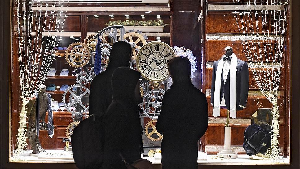 Москвичи надеются, что кризис минует через пару лет, а от привычного образа жизни придется отказаться лишь на время