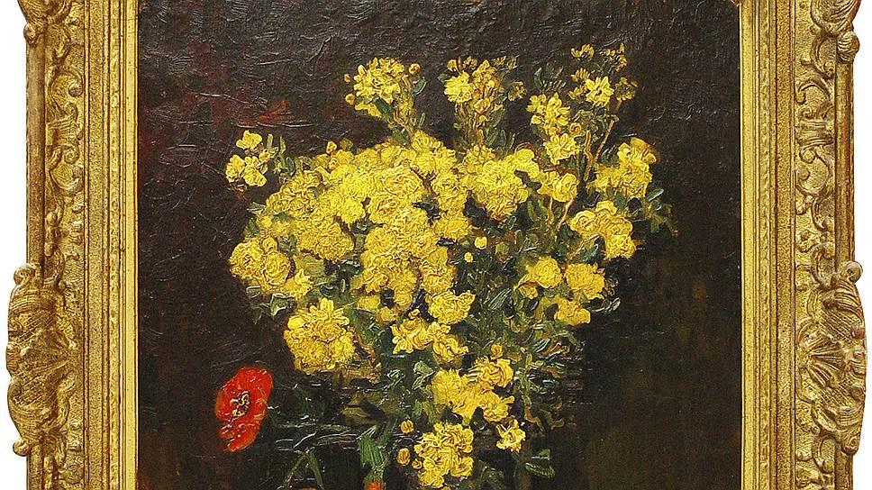 """22 августа 2010 года из Музея Махмуда Халиля в Каире была похищена картина Винсента Ван Гога """"Маки"""", известная также под названием """"Ваза с цветами"""" (1887 год). Стоимость шедевра — около $55 млнВ 2012 году британские эксперты выдвинули версию, что похищенные """"Маки"""" — только точная копия полотна Ван Гога. Оригинал, по мнению исследователей, был украден из египетского музея еще в 1978 году, а позже была возвращена копия. По этой версии, оригинал на протяжении 33 лет хранился в коллекции крупного египетского чиновника, а в 2010 году был продан за $35 млн на одном из аукционов в Лондоне"""