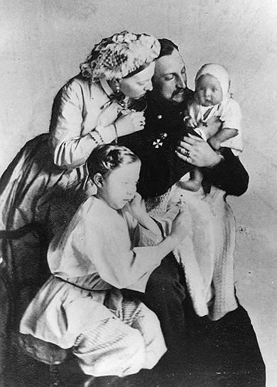 Господа любили фотографироваться с младенцами, но кормить их поручали специально нанятым женщинам